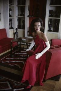 Lee Radziwill in a Lanvin red dress1962 © 2000 Mark Shaw - Image 4178_0033