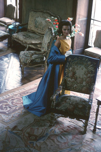 Lee Radziwill in a Nina Ricci yellow gown with blue coat1962 © 2000 Mark Shaw - Image 4178_0038