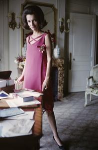 Lee Radziwill in Dior fashion1962 © 2000 Mark Shaw - Image 4178_0042