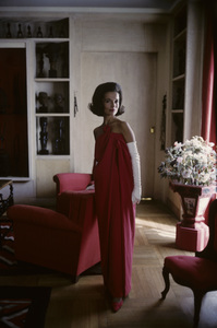 Lee Radziwill in a Lanvin red dress1962 © 2000 Mark Shaw - Image 4178_0044