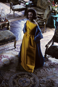 Lee Radziwill in a Nina Ricci yellow gown with blue coat1962 © 2000 Mark Shaw - Image 4178_0053