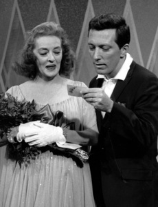 """The Andy Williams Show""Bette Davis, Andy Williams1962**I.V. - Image 4183_0016"