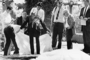 Los Angeles County coroner Dr. Thomas Noguchi at the home of Sharon Tate and Roman Polanski in Beverly Glen, CaliforniaAugust 1969 - Image 4203_0005
