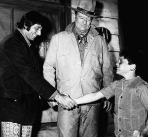 """Rio Lobo,"" Cinema Center 1970.Joe Namath visiting John Wayne and his son, Ethan, on location in Tucson, AZ. - Image 4229_0014"