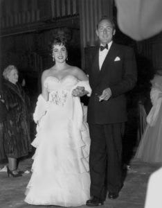 """Academy Awards - 26th Annual""Elizabeth Taylor, Michael Wilding1953**I.V. - Image 4388_0020"