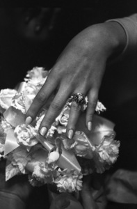Beverly Adams showing her ring on her wedding day to Vidal Sassoon1967 © 1978 Gunther - Image 4748_0007