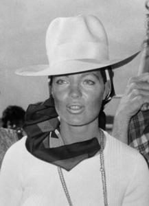 Romy Schneider in Rome, Italy sporting a suntan and a broad-brimmed hat07/01/1970 - Image 4754_0011
