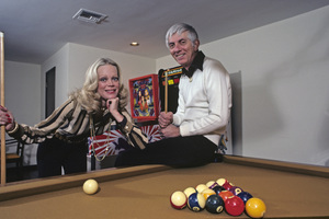 Aaron Spelling at home with his wife Candy1979 © 1979 Gene Trindl - Image 4814_0045