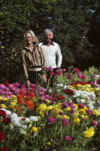 Aaron Spelling at home with his wife Candy1979 © 1979 Gene Trindl - Image 4814_0055