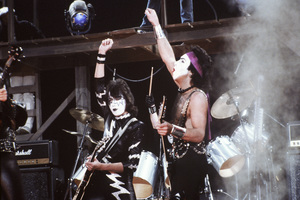 """Kiss"" Paul Stanley, Gene Simmons, Peter Criss, Ace Frehley circa 1980 ** H.L. - Image 4871_0030"