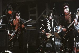 """Kiss"" Paul Stanley, Gene Simmons, Peter Criss, Ace Frehley circa 1980 ** H.L. - Image 4871_0031"