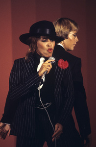 """Tina Turner and John Denver during his television special, """"John Denver and the Ladies""""1979** H.L. - Image 4882_0035"""