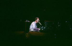 Elton John in concert1974 © 1978 Bregman-Sutton - Image 4960_0003