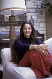 Olivia Hussey at home1974 © 1978 Bregman - Image 4962_0013