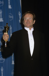 """Robin Williams at """"The 70th Annual Academy Awards""""1998© 1998 Gary Lewis - Image 5045_0036"""