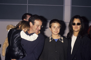 Robin Williams with his wife Marsha Garces and children Zelda and Zachary1995© 1995 Gary Lewis - Image 5045_0052