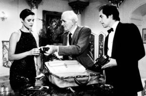 """""""License To Kill,""""Carey Lowell, Desmond Llewelyn, Timothy Dalton1989 MGM / MPTVPhoto by: Keith Hamshere - Image 5060_0010"""