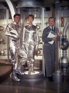 """""""Lost in Space"""" Guy Williams, June Lockhart, Jonathan Harris circa 1965 © 2009 Space Productions ** I.A. - Image 5095_0011"""