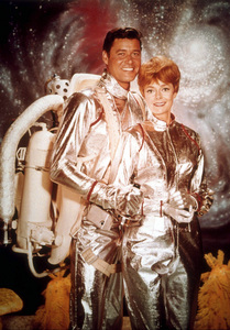 """""""Lost in Space"""" Guy Williams, June Lockhart 1965 © 2009 Space Productions Photo by Gabi Rona MPTV - Image 5095_0057"""