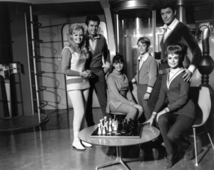 """Lost In Space"" Marta Kristen, Mark Goddard, Angela Cartwright, Billy Mumy, Guy Williams, June Lockhart 1965 © 2009 Space Productions Photo By Bud Gray - Image 5095_0058"