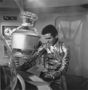 """Lost in Space"" Mark Goddard & Bob May (Robot) circa 1965 © 2009 Space Productions ** I.A. - Image 5095_0117"