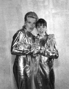 """""""Lost in Space"""" Marta Kristen & Angela Cartwright circa 1965 © 2009 Space Productions ** I.A. - Image 5095_0125"""