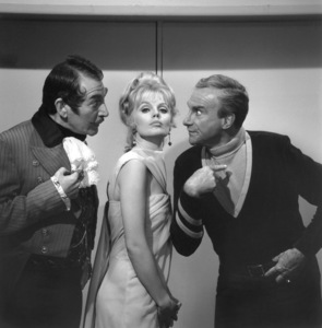 """Lost in Space"" Leonard Stone, Marta Kristen & Jonathan Harris circa 1965 © 2009 Space Productions ** I.A. - Image 5095_0136"