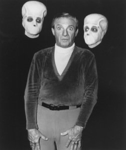 """""""Lost in Space"""" Jonathan Harris circa 1965 © 2009 Space Productions ** I.A. - Image 5095_0143"""