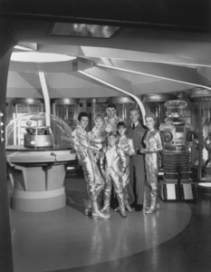 """Lost in Space"" Mark Goddard, June Lockhart, Guy Williams, Jonathan Harris, Marta Kristen, Angela Cartwright & Bill Mumy circa 1965 © 2009 Space Productions Photo By Gabi Rona ** I.A. - Image 5095_0147"