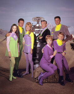 """Lost in Space"" Angela Cartwright, Mark Goddard, Marta Kristen, Jonathan Harris, June Lockhart, Bill Mumy, Guy Williams circa 1965 © 2009 Space Productions ** I.A. - Image 5095_0154"