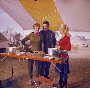 """Lost in Space"" June Lockhart, Paul Zastupnevich, Marta Kristen circa 1965 © 2009 Space Productions ** I.A. - Image 5095_0166"