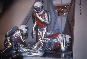 """""""Lost in Space"""" Jonathan Harris, Bill Mumy, Angela Cartwright, Marta Kristen circa 1965 © 2009 Space Productions ** I.A. - Image 5095_0183"""