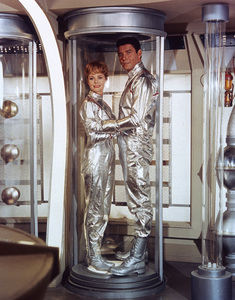 """""""Lost in Space"""" June Lockhart, Guy Williams circa 1965 © 2009 Space Productions ** I.A. - Image 5095_0188"""