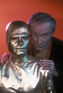 """Lost in Space"" Jonathan Harris circa 1965 © 2009 Space Productions ** I.A. - Image 5095_0194"