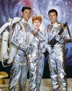 """Lost in Space"" (Season 1)Guy Williams, June Lockhart, Mark Goddard1965Photo by Gabi Rona© 2015 Legend Pictures, LLC - Image 5095_0239"