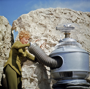 """Lost in Space"" (Season 1)June Lockhart, The Robot (Model # B9)1965Photo by Gabi Rona© 2015 Legend Pictures, LLC - Image 5095_0254"
