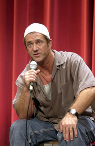 """""""Facets of the Diamond: 75 Years of Best Picture Winners""""Mel Gibson speaking at a screening of Braveheart © 2003 AMPAS - Image 5215_0040"""