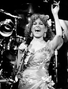 """Bette Midler in a concert performance for """"Rolling Stone . . . The 10th Anniversary""""1977** H.L. - Image 5314_0008"""