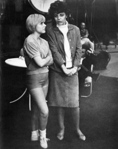 """Patty Duke and Anne Bancroft on the set of """"Billie""""1965 United Artists** B.D.M. - Image 5356_0046"""