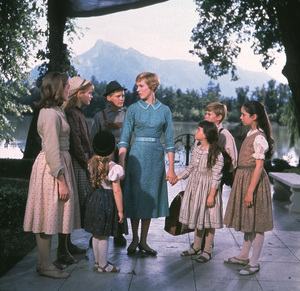 """The Sound of Music"" Julie Andrews, Charmain Carr,Nicholas Hamond, Angela Cartwright, Heather Menzies, Duane Chase, Debbie Turner, Kym Karath / 1965 20th**I.V. - Image 5370_0123"