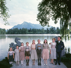 """The Sound of Music""Kym Karath, Debbie Turner, Angela Cartwright, Duane Chase, Heather Menzies, Nicholas Hammond, Charmian Carr, Julie Andrews, Christopher Plummer1965 20th**I.V. - Image 5370_0131"