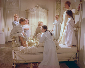 """The Sound of Music""Nicholas Hammond, Duane Chase, Charmian Carr, Heather Menzies, Angela Cartwright, Kym Karath, Julie Andrews, Debbie Turner1965 20th Century Fox - Image 5370_0196"