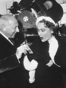 """Sunset Boulevard"" Cecil B.DeMille and Gloria Swanson behind the scenes1950 Paramount**I.V. - Image 5378_0129"
