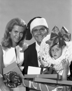 """Bewitched""Elizabeth Montgomery, Dick York and Erin Murphyc. 1966 ABC**I.V. - Image 5406_0083"