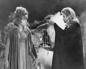 """Bewitched""Agnes Moorehead and Elizabeth Montgomery circa 1967**I.V. - Image 5406_0093"