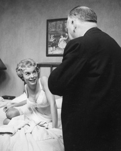 """Psycho""Janet Leigh & Dir. Alfred Hitchcock1960 ParamountPhoto by William Creamer**I.V. - Image 5408_0072"