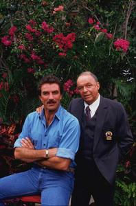 """Magnum P.I."" (Episode ""Laura"")Tom Selleck, Frank Sinatra1986 CBS © 1986 Gene Trindl - Image 5412_0016"