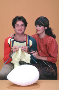 """Mork & Mindy""Robin Williams, Pam Dawber © 1981 ABC**H.L. - Image 5414_0097"
