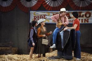 """Happy Days""Erin Moran, Marion Ross, Tom Bosley, Scott Baio1982 © 1982 David Sutton - Image 5417_0088"