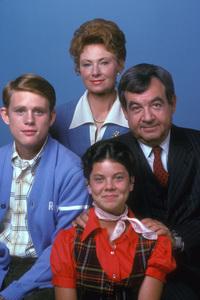 """Happy Days""Ron Howard, Marion Jones, Tom Bosley, Erin Moran1975**H.L. - Image 5417_0190"